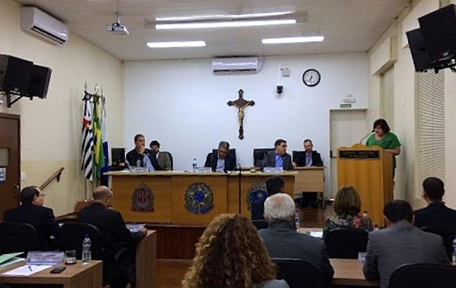 Câmara de Araraquara aprova projeto contra a dengue com multas que chegam a R$ 22 mil